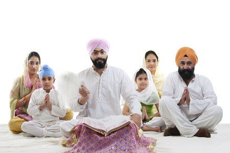kurta: Sikh family praying