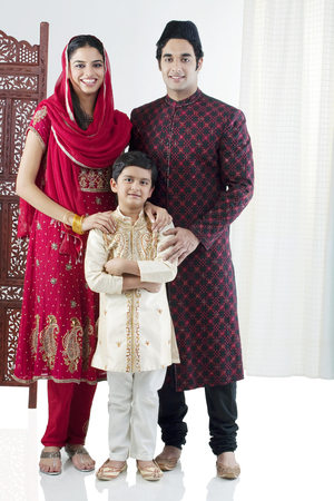 kameez: Portrait of a Muslim family
