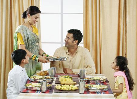 kurta: Gujarati family having lunch