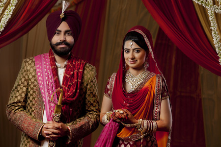 kurta: Portrait of couple on their wedding day Stock Photo
