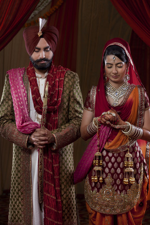 punjabi: Young couple in traditional Indian clothing