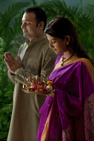 sutra: Couple praying during diwali