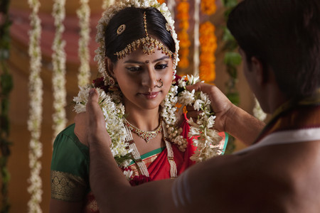gajra: Close-up of Indian couple during wedding ceremony Stock Photo