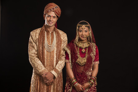 Portrait of a Gujarati bride and groom Stock Photo - 80480915