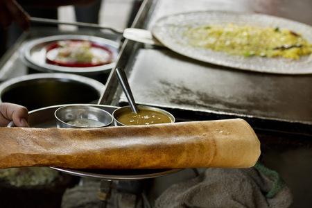 インド料理ベンダーのドーサを販売