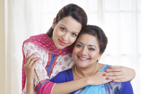 kameez: Portrait of mother and daughter
