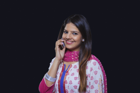 kameez: Young woman talking on her mobile phone Stock Photo