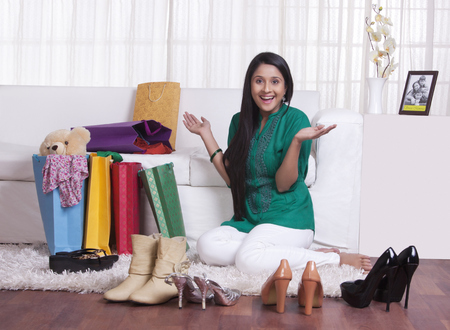 thrilled: Young WOMEN with shopped goods