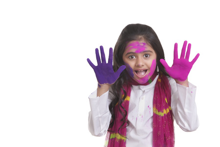 Portrait of a girl with holi colour on her hands Foto de archivo