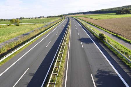 autopista: Carretera de alta velocidad