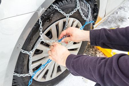 cadenas: instalar cadenas de nieve en el coche