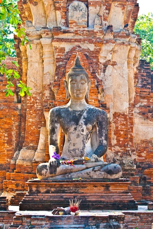 buddha statue in beautiful light in Mahathat temple Stock Photo - 9172402