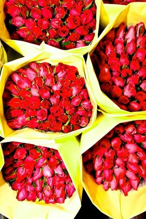 flower market: roses offered at the night flower market in Bangkok Stock Photo