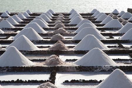 desalination: Salz wird in den Salinen von Janubio abgebaut