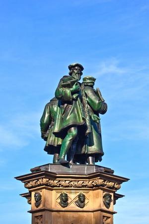uitvinder: standbeeld van Johannes Gutenberg, in Frankfurt, uitvinder van boek afdrukken