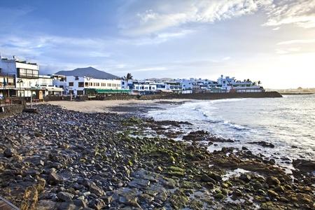streifzug: Promenade von landschaftlich Playa Blanca mit Meer morgens