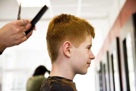 rote: smiling young boy with red hair at the hairdresser