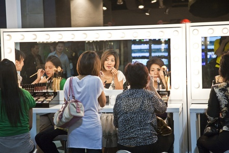 BANGKOK, THAILAND - May 11: the cosmetic company avery sponsores a makeup assistance course with its products in the central world shopping center and assists woman in using their products , May 11, 2009 in Bangkok, Thailand Stock Photo - 9500895
