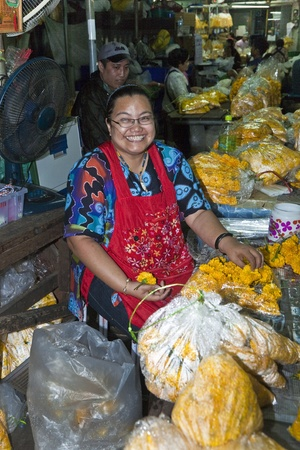 klong: BANGKOK, THAILAND - MAY 12: unidentified woman sells flowers at the flower market Pak Klong Thalat early morning on May 12,2009