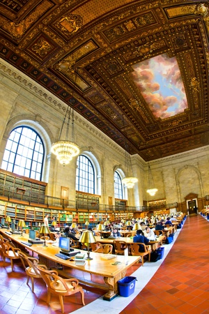 NEW YORK CITY - JULY 10: New York Public Library is the third largest public library in North America used by more than 9000 people a day on July 10, 2010 in New York City. John Billings planned the library in 1911. Stock Photo - 9522274