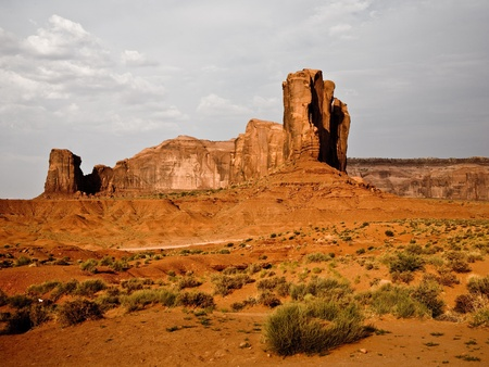 im Monument Valley in Arizona, Blick auf die gigantischen Steinformationen photo
