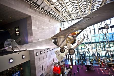mus�e: WASH DC - 10 Juillet: National Air and Space Museum � Washington a �t� cr�� en 1946 et d�tient la plus grande collection d'a�ronefs historiques et spatiaux dans le monde. Ouvert pour le public � Juillet 14,2010, Washington, �tats-Unis. Editeur