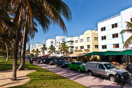 MIAMI BEACH, USA - AUGUST 02: midday view at Ocean drive on August 02,2010 in Miami Beach, Florida. Art Deco architecture in South Beach is one of the main tourist attractions in Miami. Stock Photo - 9531901