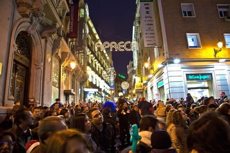 MADRID, SPAIN - DECEMBER 20: People have fun in Christmas time watching the famous puppet show and illumination at center El Corte Ingles on December 20, 2010 in Madrid, Spain. Stock Photo - 9541737