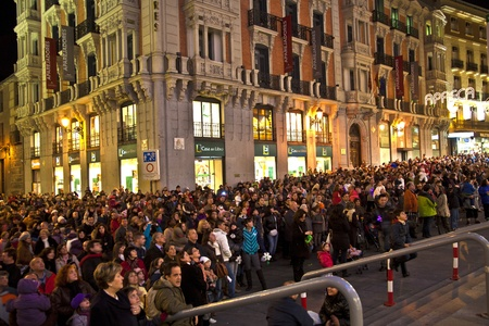 MADRID, SPAIN - DECEMBER 20: People have fun in Christmas time watching the famous puppet show and illumination at center El Corte Ingles on December 20, 2010 in Madrid, Spain. Stock Photo - 9541733