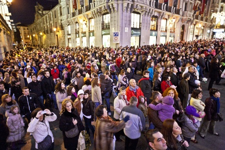 MADRID, SPAIN - DECEMBER 20: People have fun in Christmas time watching the famous puppet show and illumination at center El Corte Ingles on December 20, 2010 in Madrid, Spain. Stock Photo - 9541677