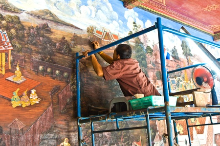 restauration: BANGKOK, THAILAND - DECEMBER 31: worker restores the famous paintings in the Grand Palace precisely with old technics  circulated since generations of handicraft painting on December 31, 2007 in Bangkok, Thailand.
