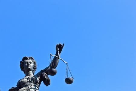 Socha Lady spravedlnosti před Romer ve Frankfurtu nad Mohanem - Německo Reklamní fotografie - 9692358