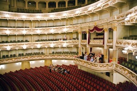 内側からゼンパー オペラ、ドレスデン