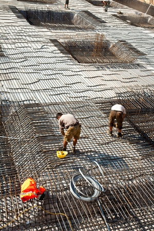workers are doing the armoring at the building site to stabilize the fundament Banque d'images