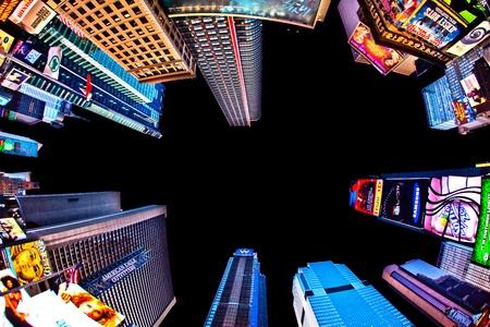 broadway: NEW YORK CITY - 8. Juli: Times Square, Broadway Theater und mit riesigen Anzahl von LED-Schilder gekennzeichnet, ist ein Symbol f�r New York City und in den Vereinigten Staaten, 8. Juli 2010 in Manhattan, New York City. Editorial