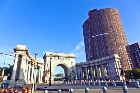 NEW YORK CITY - JULY 09: The triumphal arch and colonnade at the Manhattan entrance  on July 09, 2011 in New York City. Construction began 1910 and plans were finalized in 1912. Stock Photo - 10719918