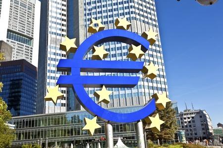 zone euro: La Banque centrale europ�enne (BCE) sur une journ�e ensoleill�e, Frankfurt am Main, Allemagne