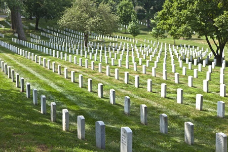 WASHINGTON DC - JUL 15: Gravestones on Arlington National Cemetery on July 15,2010 in Washington DC, USA. Headstones mark soldier graves who died in every conflict from Revolution to Sept 11. Stock Photo - 10753420