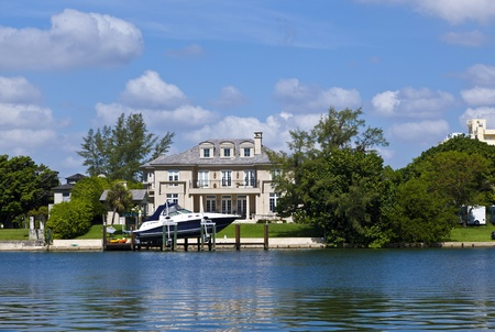 MIAMI, USA - JUL 28: luxury houses at the canal on July 28,2010 in Miami South, USA. Pine Tree Drive is considered the premier neighborhood for luxury condos and homes in Miami Beach. Stock Photo - 10820451