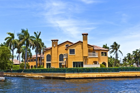 florida house: view to beautiful houses from the canal in Fort Lauderdale