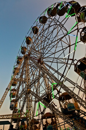 people enjoy the big wheel in the amusement park in Delhi in front of the red fort Stock Photo - 11287109