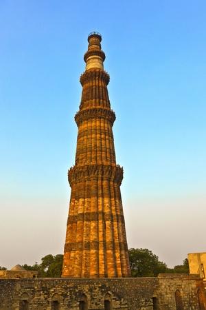 minar: Qutb Minar, Delhi, the worlds tallest brick built minaret at 72m, built between 1193 and 1386