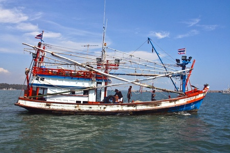 koh samet: KOH SAMET, THAILAND - DEC 7:  Fishermen prepare the boat for the daily catch on Dec 7,2006 in Koh Samet, Thailand. Thailand ranks as the world's leading producer and exporter of shrimp products.