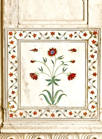private i: Detail, inlaid flowers on marble column, Hall of Private Audience or Diwan I Khas at the Lal Qila or Red Fort in Delhi, India Stock Photo