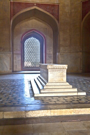jama mashid: India, Delhi, Humayuns Tomb, built by Hamida Banu Begun in 1565-72 A.D. the earliest example of Persian influence in Indian architecture Editorial