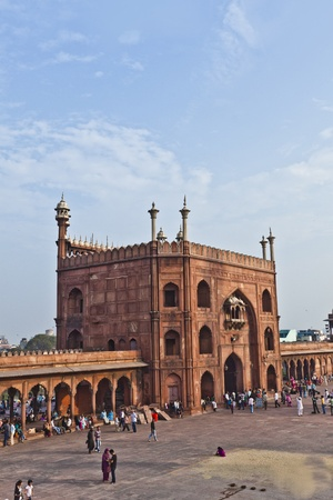 jama mashid: DELHI - NOVEMBER 09: Muslim pilgrims visiting the Jama Masjid mosque on November 09, 2011 in Dehli, India. Jama Masjid is the largest mosque in India with millions of visitors each year.