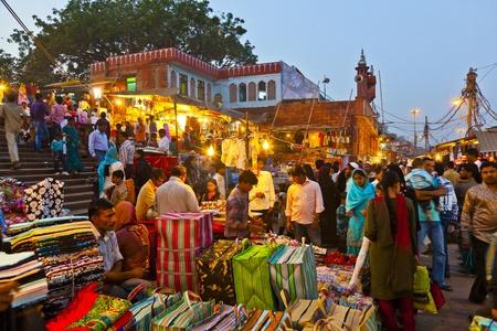 jama mashid: DELHI, INDIA - NOVEMBER 10: people at the Meena Bazaar in front of mosque Jama mashid on November 10, 2011 in Delhi, India. Built in the late 1970s, the shops of Meena Bazaar sell all kind of items.