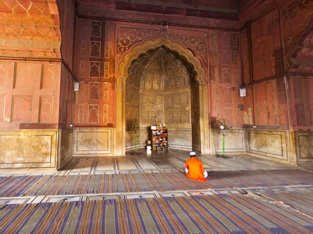 coran: man praying in the Jama Masjid Mosque in Delhi