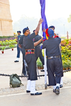 tomb of the unknown soldier: NEW DELHI - INDIA, NOV 18: soldiers rise the flag at the India Gate monument on November 18,2011 in Delhi, India. India Gate was erected 1921 by Edwin Lutyens Editorial