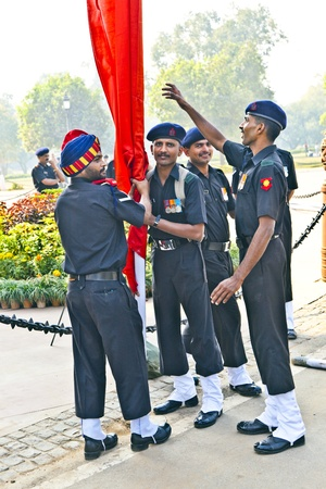 india gate: NEW DELHI - INDIA, NOV 18: soldiers rise the flag at the India Gate monument on November 18,2011 in Delhi, India. India Gate was erected 1921 by Edwin Lutyens Editorial